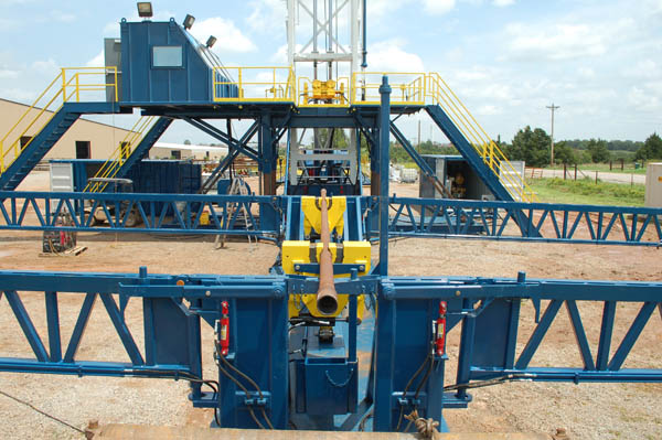 Oil well drilling pipe handler