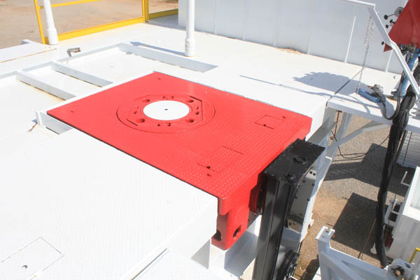 Oil well drilling kelly bar rotary table